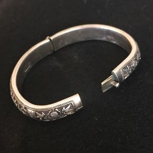 ANTIQUE ASIAN SILVER BRACELET STUNNING